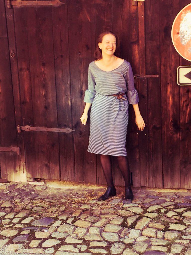 Selfmade Kleid mit Glockenärmel frontal