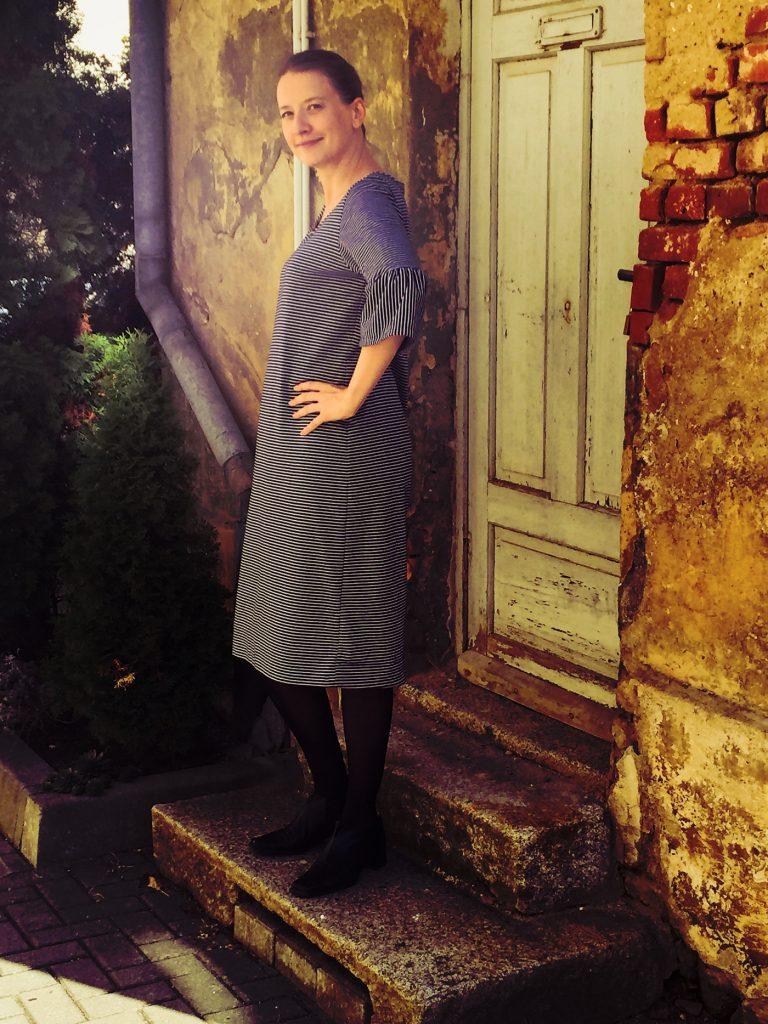 Selfmade Kleid ohne Gürtel von der Seite.